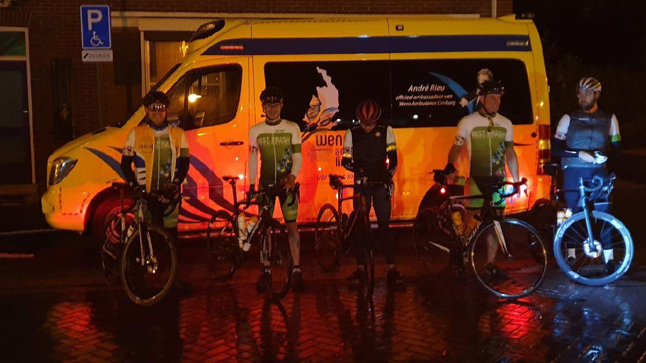 Hegelsommers fietsen ruim 6.500 euro bijeen voor Wensambulance