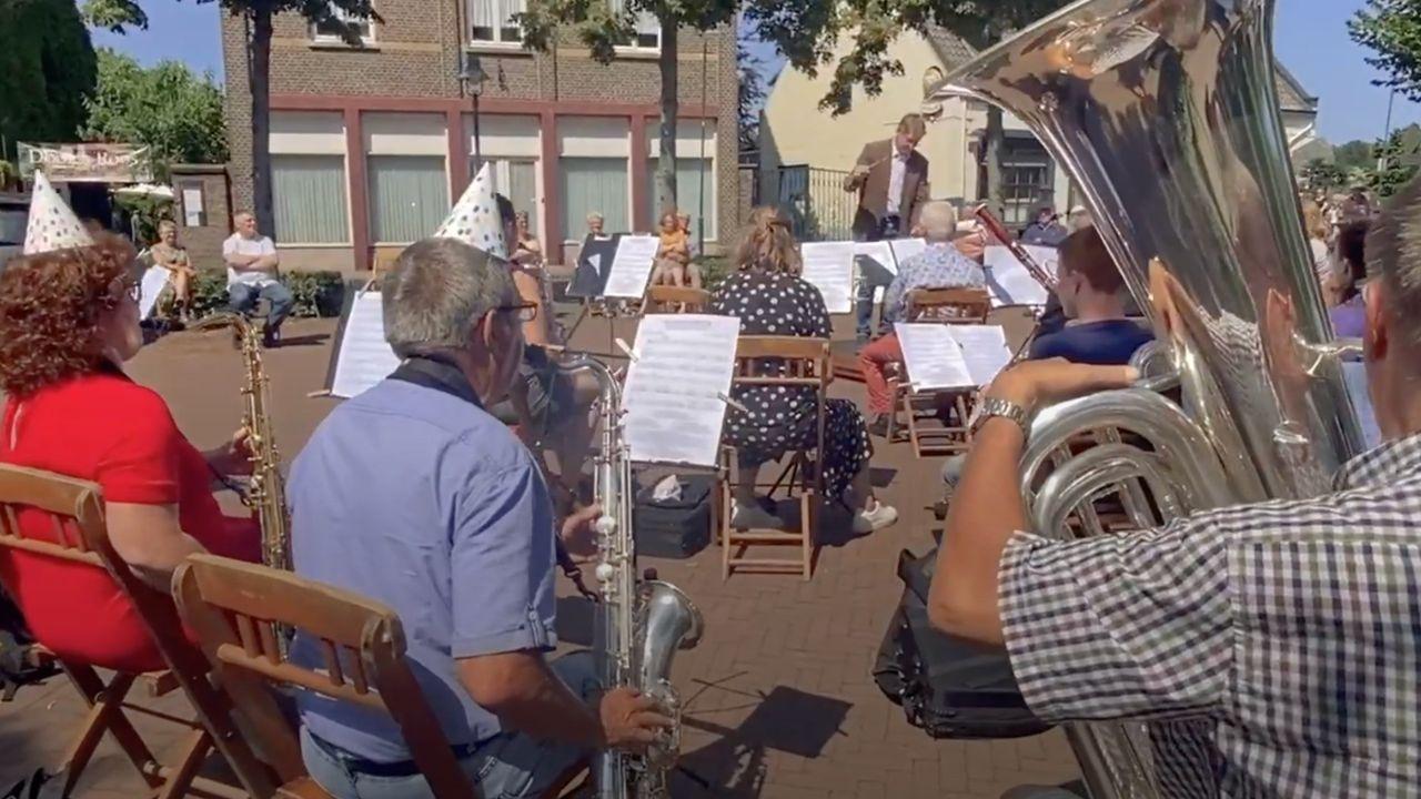 Harmonie Lottum geeft concert om inwoners op te vrolijken