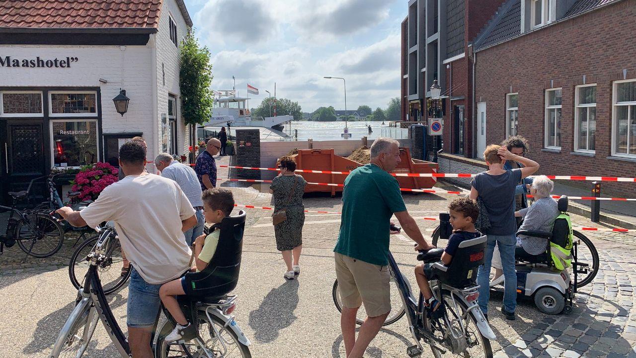 Water door nooddijk Broekhuizen, maar gemeente verwacht vooralsnog geen problemen