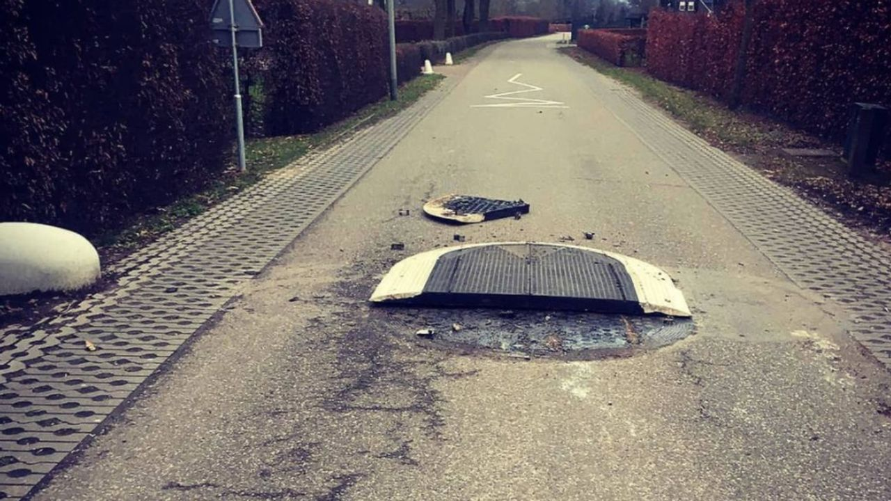 Verkeersdrempels en varkensruggen Zeesweg Sevenum vernield