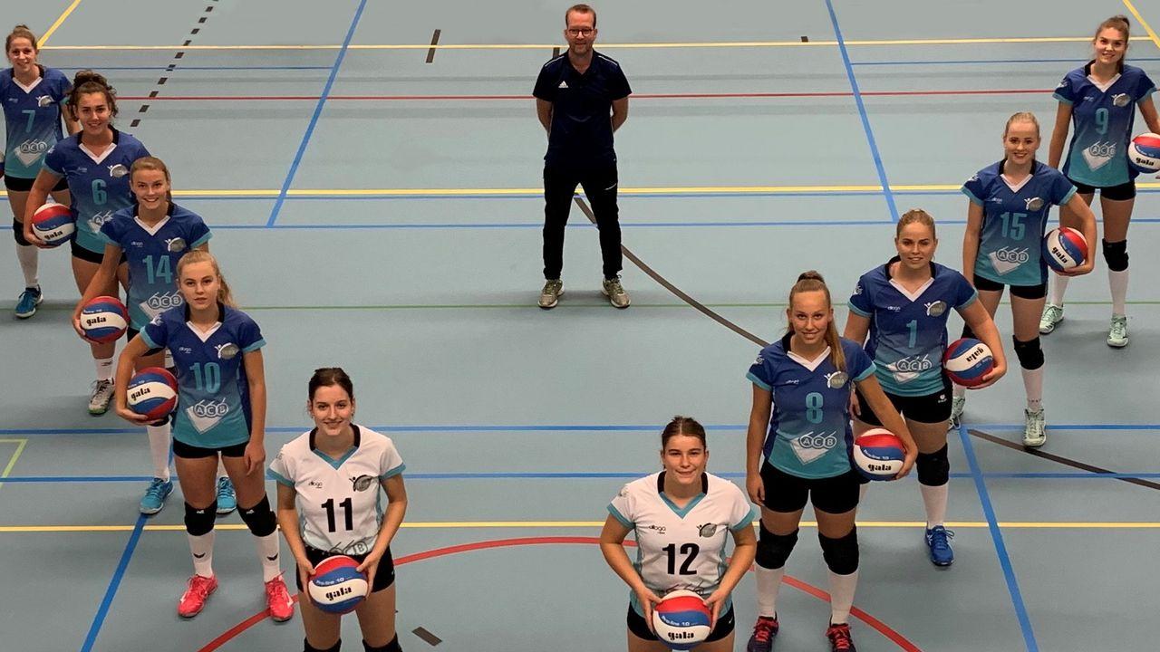 Guus Wilbers langer hoofdtrainer van VC Trivia Dames 1