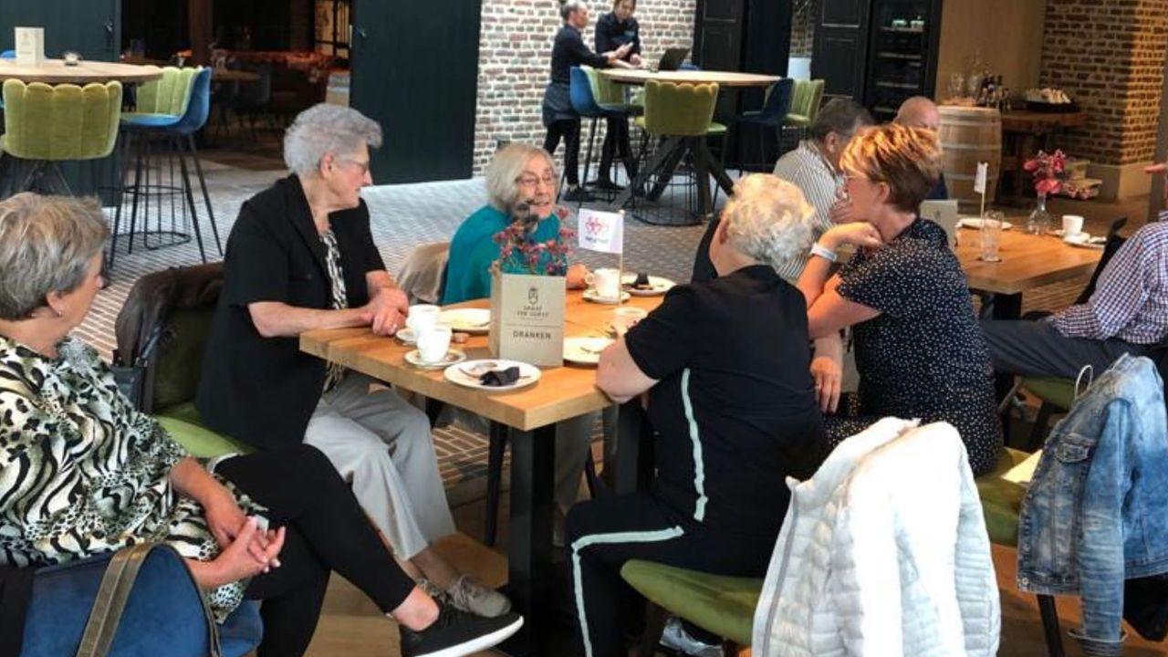 Stichting Met je hart houdt weer stamtafels voor eenzame ouderen