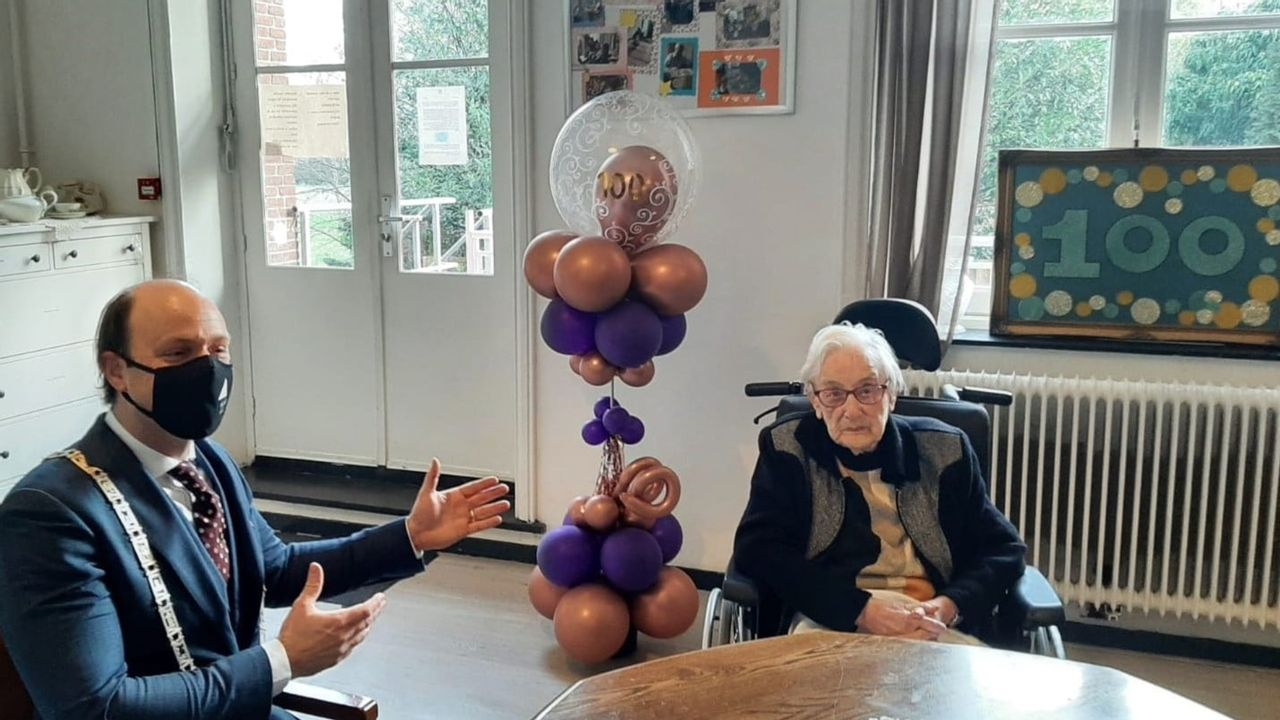 Burgemeester bezoekt 100-jarige