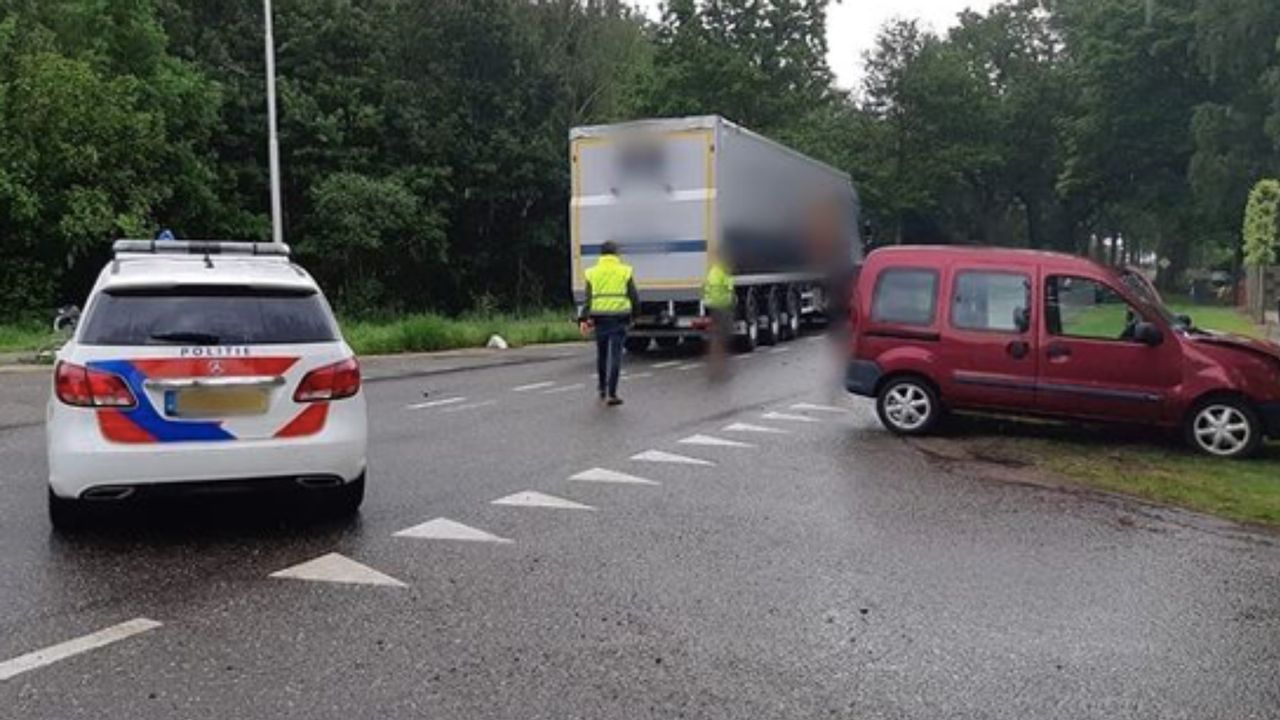 Ongeval met vrachtwagen en auto in Horst; twee gewonden
