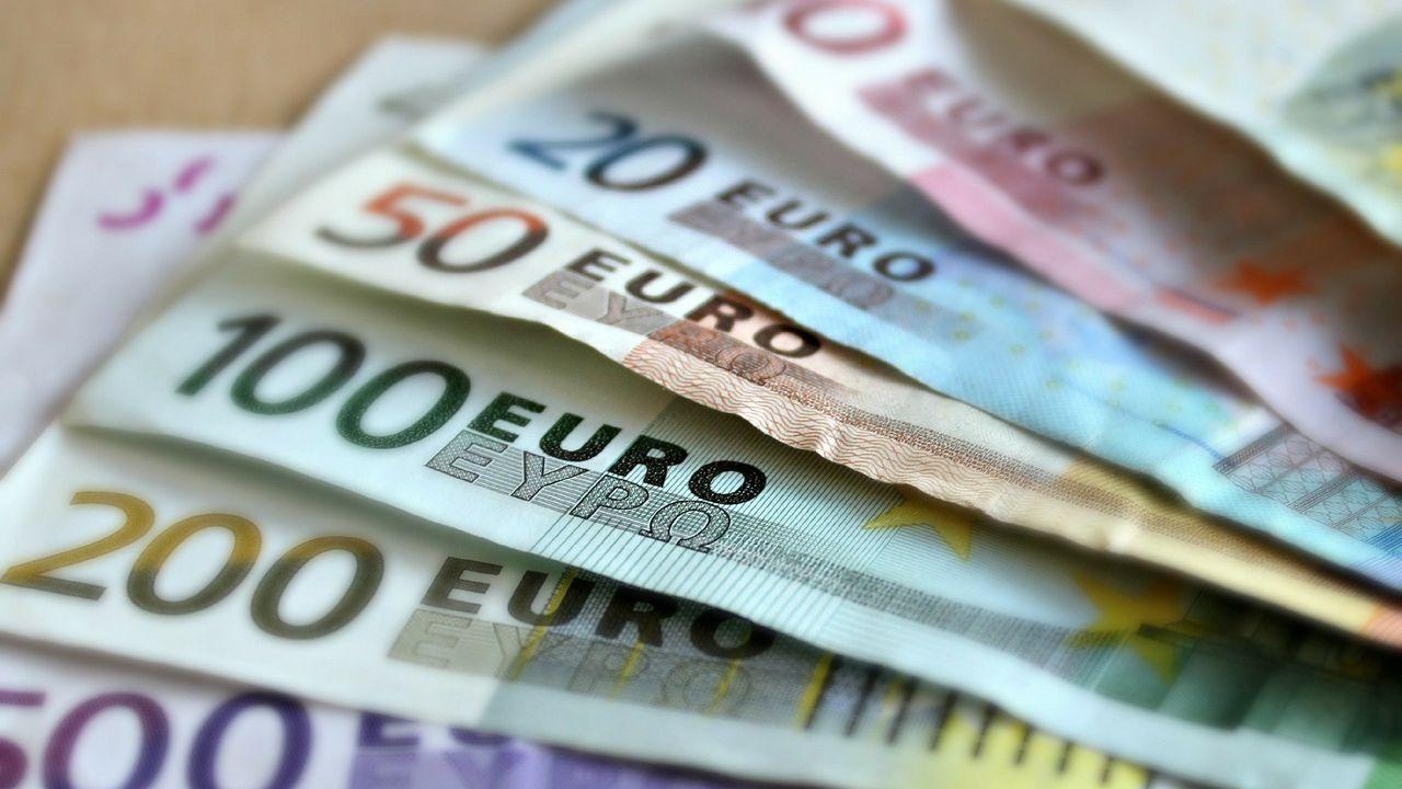 Man betaalt bij verschillende winkels in Horst met vals geld