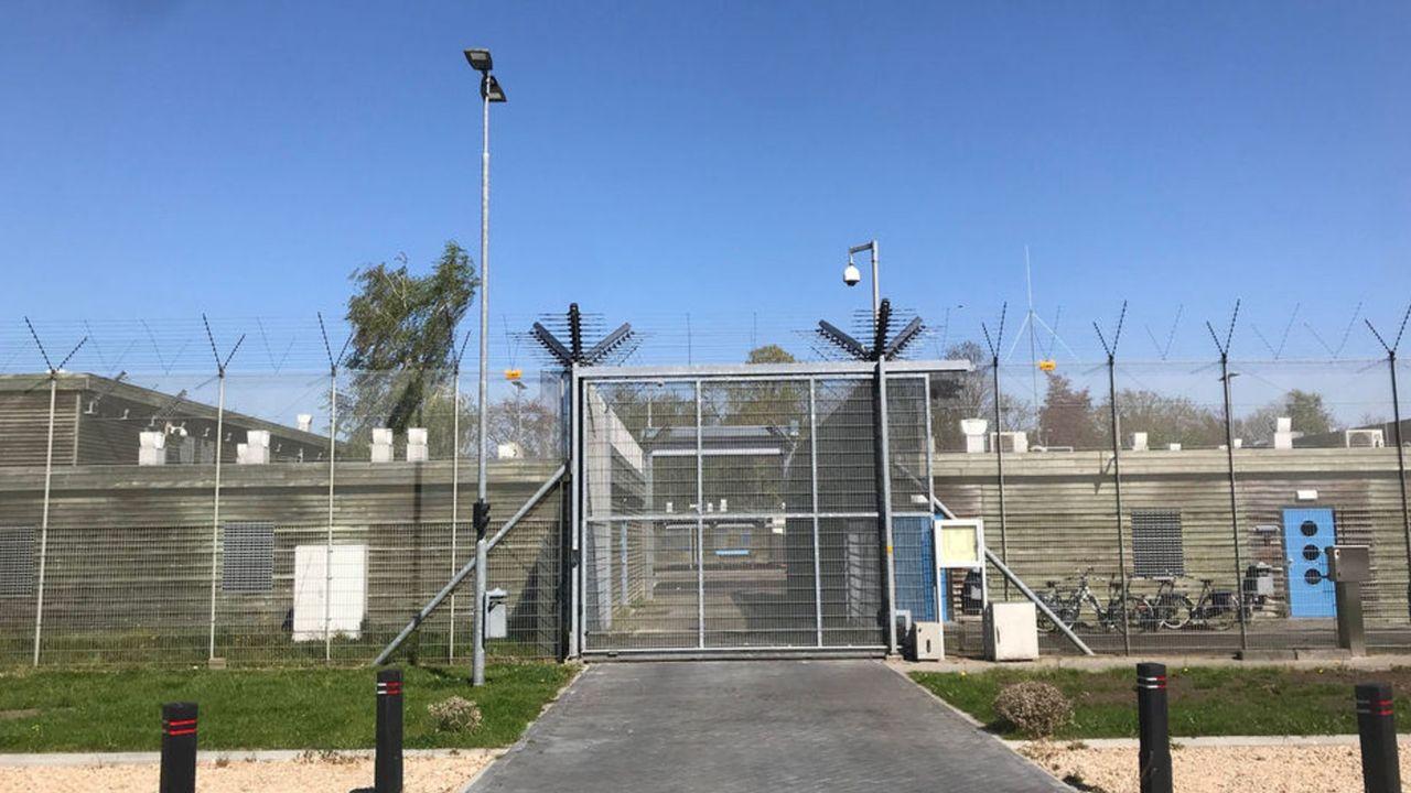 Vrouwelijke gevangene krijgt 50 euro voor gebroken hart