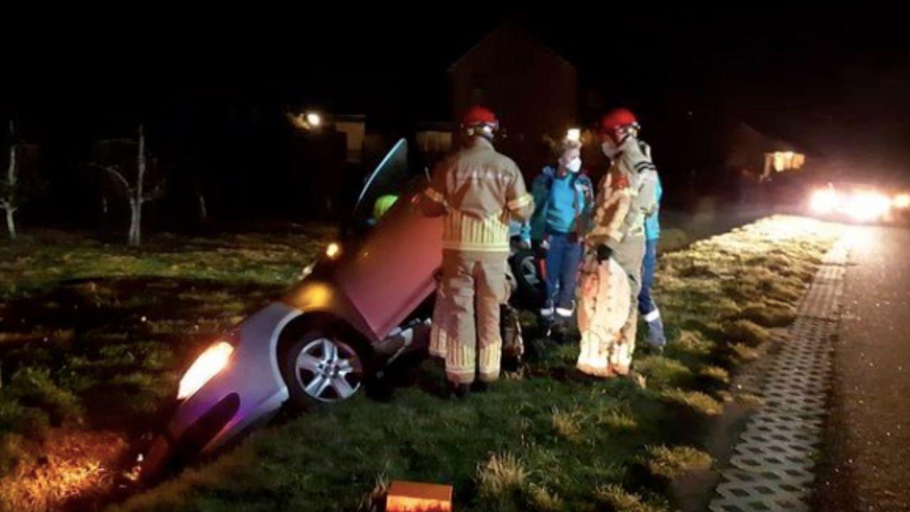 Auto in greppel in Sevenum; bestuurder gewond