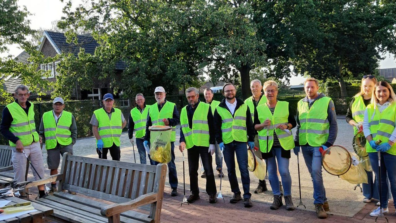 Vrijwilligers ruimen op tijdens WorldCleanUp Day
