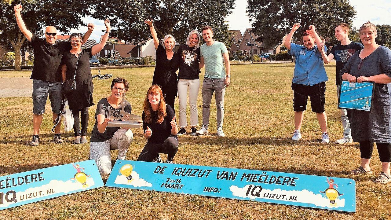 Groeëte toffel beej Ald Mieëldere wint dorpsquiz Meerlo