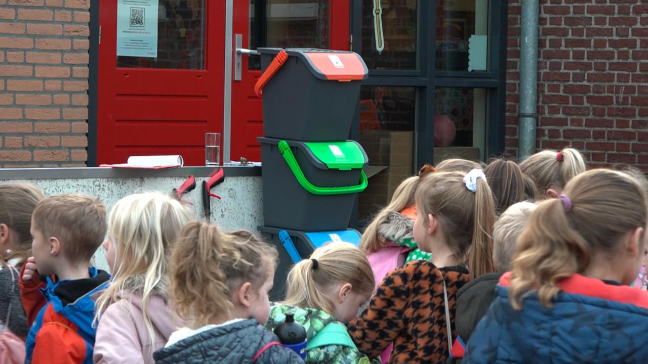 De Bottel uit Lottum start als eerste basisschool met afval scheiden