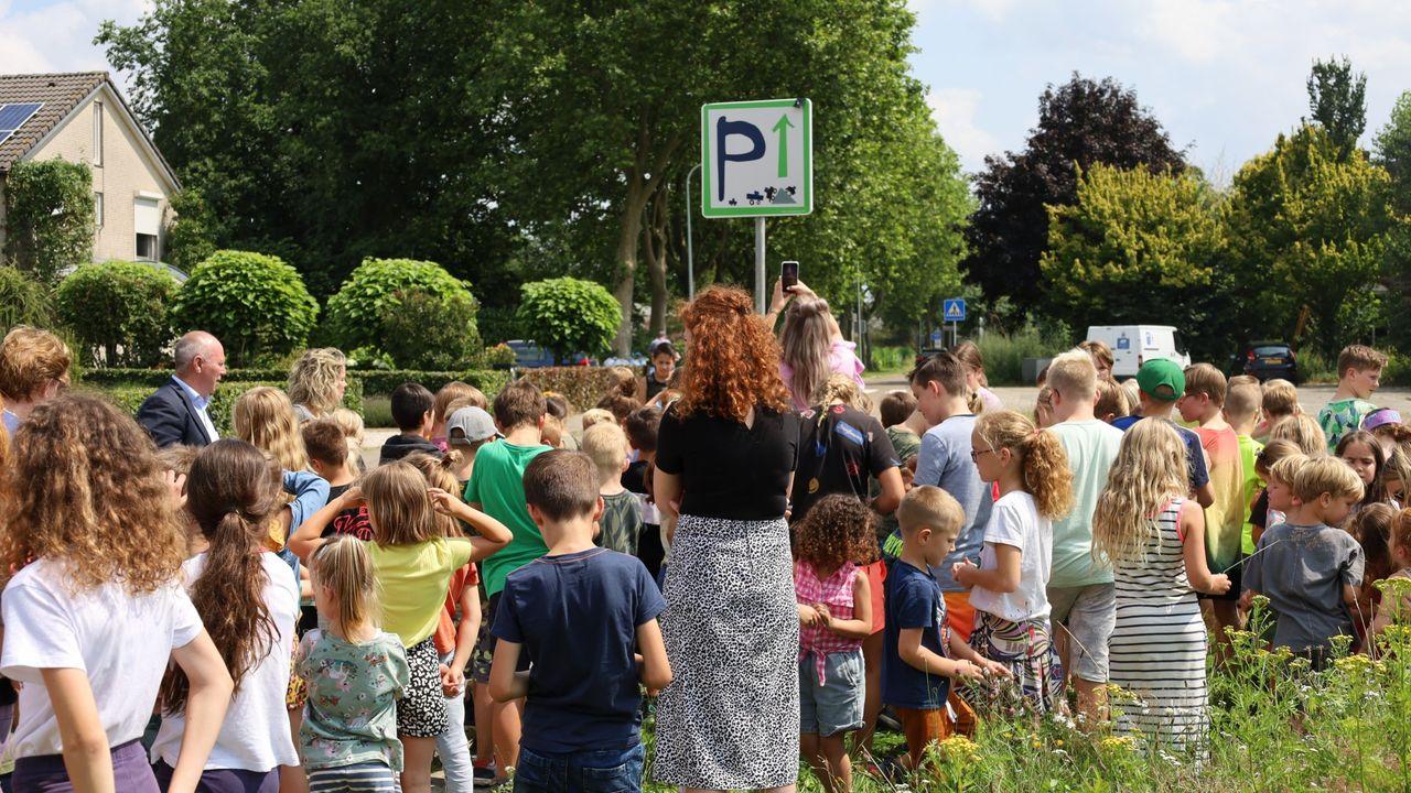 Verkeersborden moeten veiligheid rond Meerlose basisschool verbeteren
