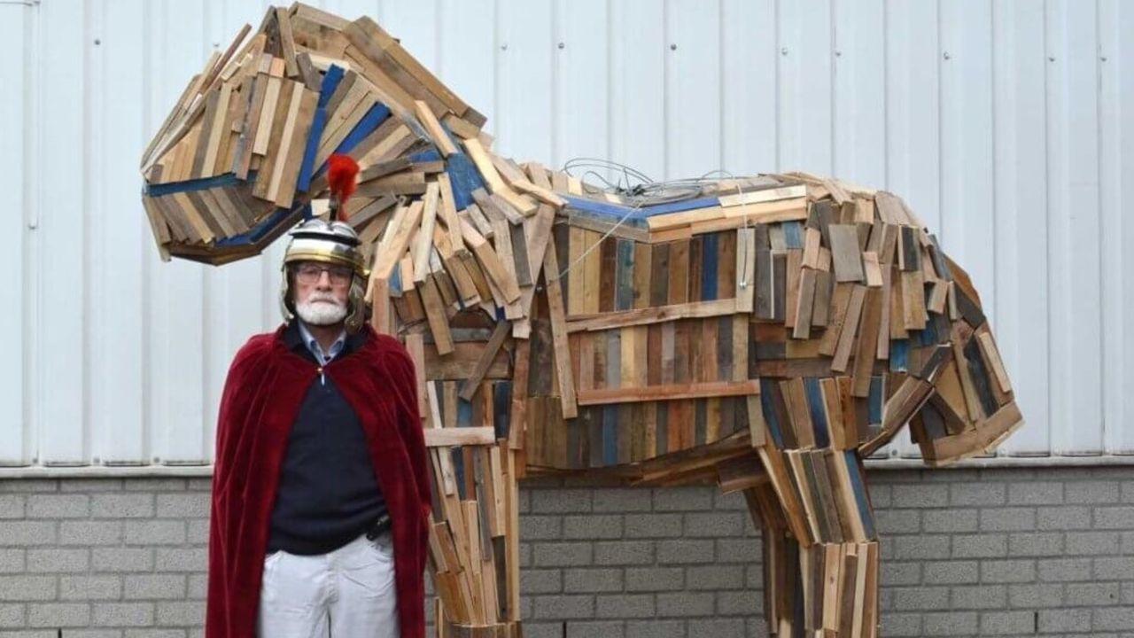 Sint Maarten in Meerlo ruilt echt paard in voor houten variant