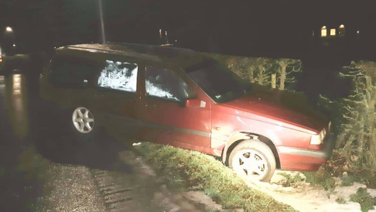 Auto in greppel Melderslo; bestuurder vlucht